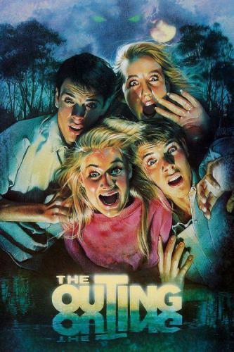 Фильм ужасов, молодые люди гуляют ночью по музею, потом становятся жертвами