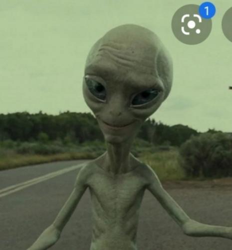 Американский фильм, где мужики ехали в фургоне по шоссе и встретили инопланетянина с которым они потом подружились. Он еще кого-то вылечил от болезни, если не ошибаюсь.
