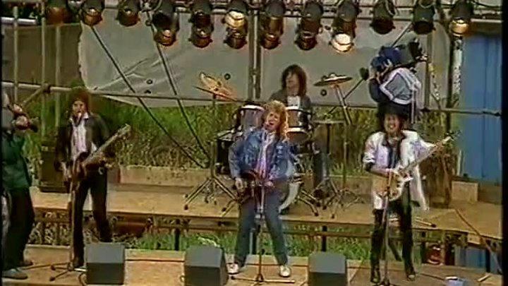 Песня американская знаменитая, рок видимо жанр