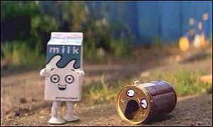 Забавный клип с двумя пакетиками молока - мальчик и девочка:)