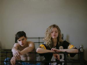 Фильм про любовь подростков. Описания нет, есть только три скриншота