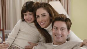 Сериал (или фильм) про семью мать, отец, дочь. Отец гей