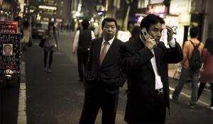 Фильм про девочку и мужчину, которого звали Гена. Ситуация происходит либо в Китае, либо в Японии, что-то связано с наркотиками и китайскими/японскими бандами. Что-то на подобие Леона. Год фильма, к сожалению, тоже не помню, но смотрела в 2012-13 году