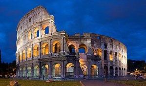 Итальянское кино, чел живет в Риме, ходит в костюме гладиатора, ходит к адвокату, к нему приезжает чел из Беларуси