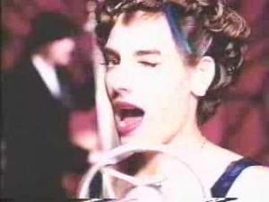 Помогите найти песню по описанию клипа: клип конца 90-х - нач. 2000-х. Крутили по стс. Джаз, саксофон, женщина в синем платье